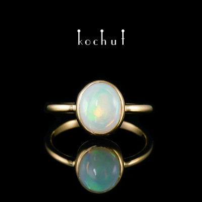 Ring «Shine of the Soul». Yellow gold, opal
