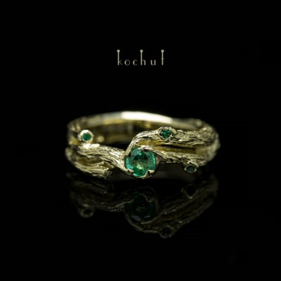 Engagement ring «Twig». Yellow gold, emeralds