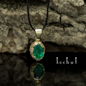 Pendant «The Source ofLife». Yellow gold, emerald