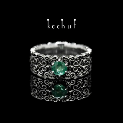 "Ring ""Notre Dame"". Silver, oxidation, emerald"