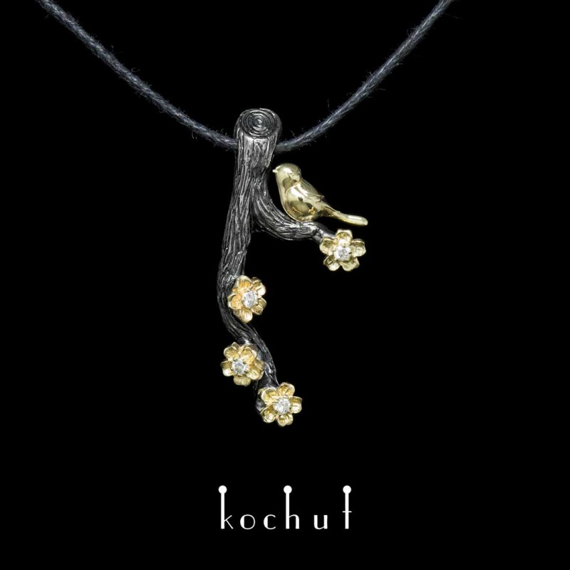 Anhänger «Vögelchen mit Blumen». Silber, Gold, Oxidierung, Diamanten