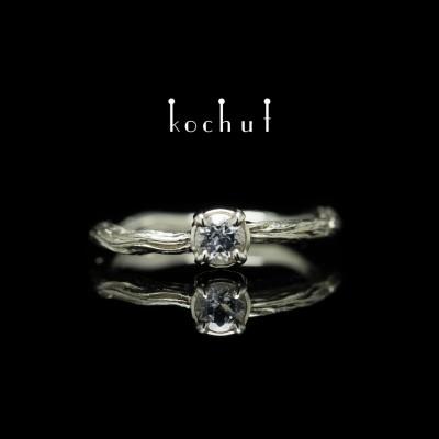 Prsten «Zimní větvička». Bílé zlato, bílý safír