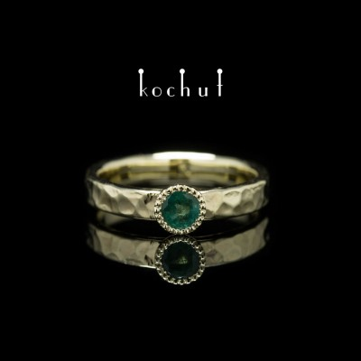 "Ring ""The Vitamin"". Yellow gold, emerald"