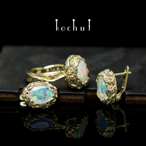 """Set """"The source of life."""" Yellow gold, opals"""