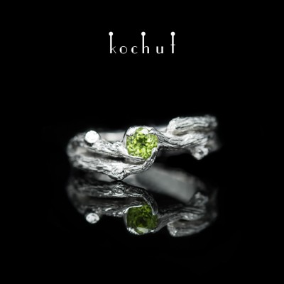 Prsten «Větvička». Bílé zlato, chryzolit, bílé rhodium