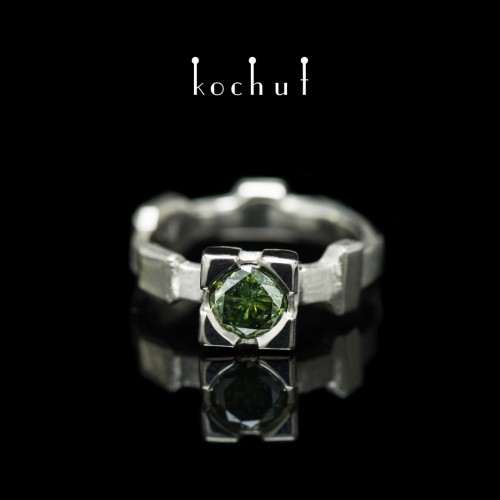 Ring «Equilibrium». Palladium gold, green diamond