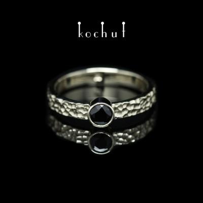 Prsten «Cesta života». Bílé zlato, černý spinel