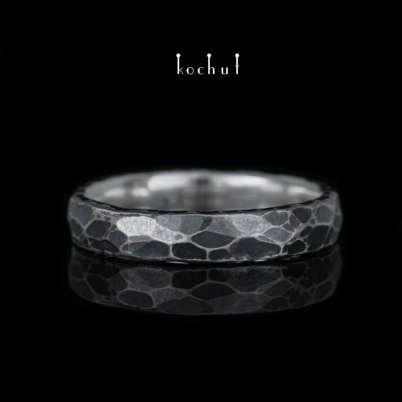 Prsten s kováním Era. Stříbro, oxidace