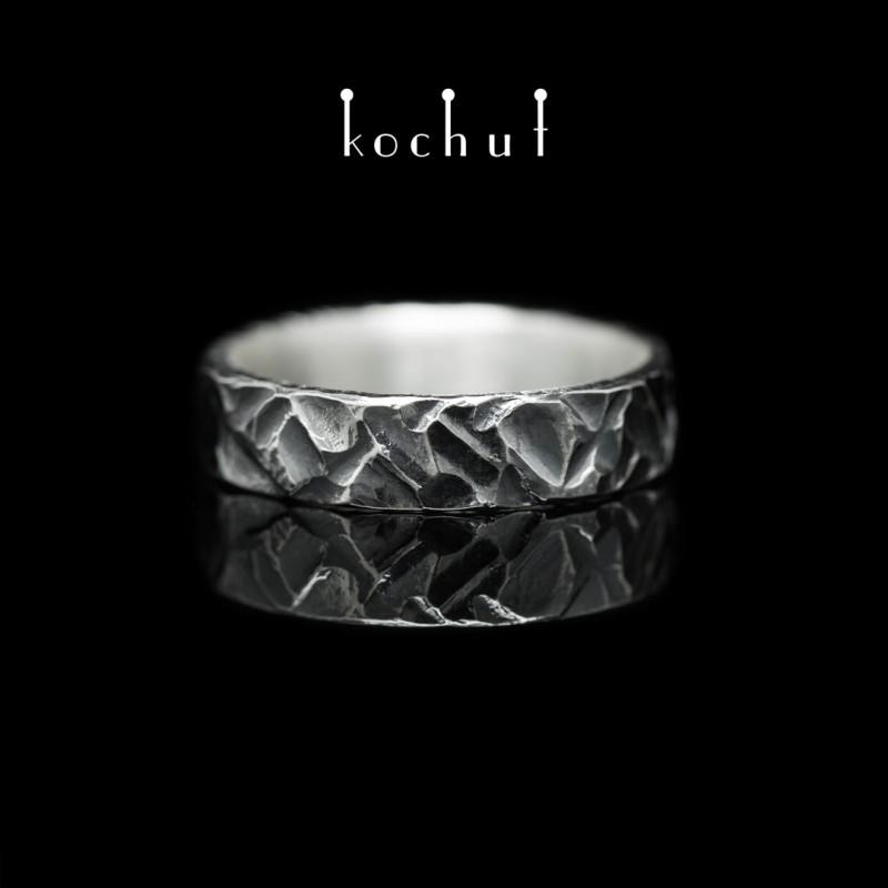 Prsten s kováním Brutal Cross. Stříbro, oxidace