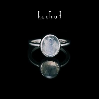 Каблучка «Блиск Душі». Срібло, місячний камінь, білий родій