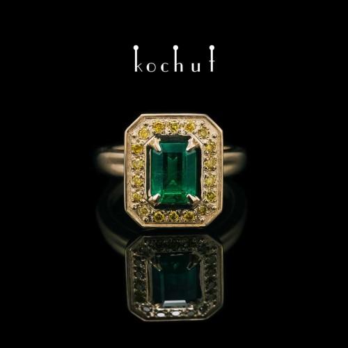Ring «The Grail». 18K Yellow gold, emerald, yellow diamonds
