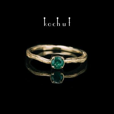 Prsten «Zimní větvička». Žluté zlato, smaragd