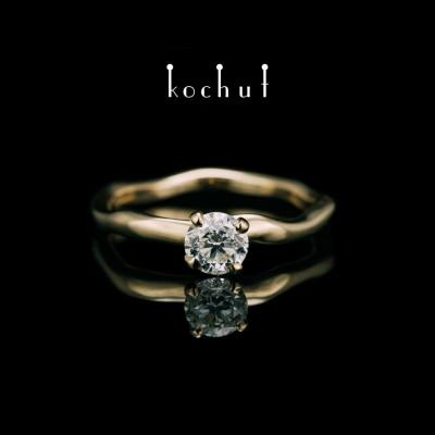 Помолвочное кольцо «Нежные объятия». Желтое золото, бриллиант