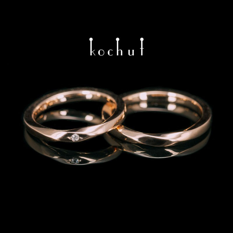 Зауженные обручальные кольца «Лента Мёбиуса». Красное золото, бриллиант