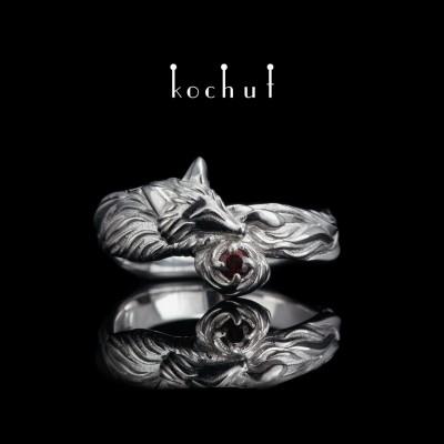 Prsten «Liška». Stříbro, bílé rhodium, granát