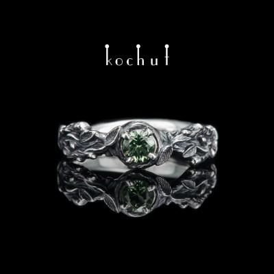 Prsten «Klíčky». Stříbro, chryzolit, oxidace