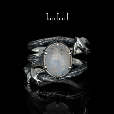 Prsten «Vlaštovky». Stříbro, měsíční kámen, oxidace