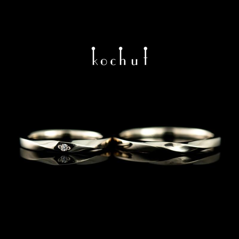 Зауженные обручальные кольца «Лента Мёбиуса». Белое золото, бриллиант