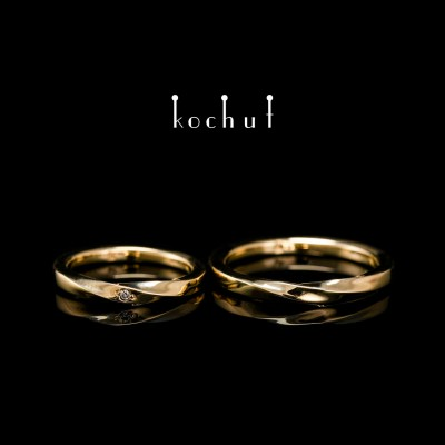 Narrowed wedding rings «Mobius ribbon». Yellow gold, diamond