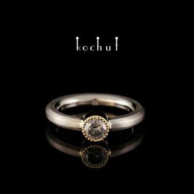 Помолвочное кольцо «Золушка». Палладиевое и желтое золото 750 пробы, серый бриллиант