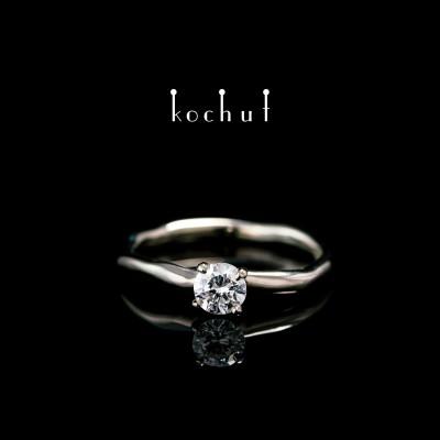 Помолвочное кольцо «Нежные объятия». Палладиевое золото 750 пробы, бриллиант