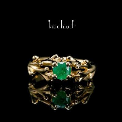 Prsten «Vrbová větvička». Žluté zlato, smaragd