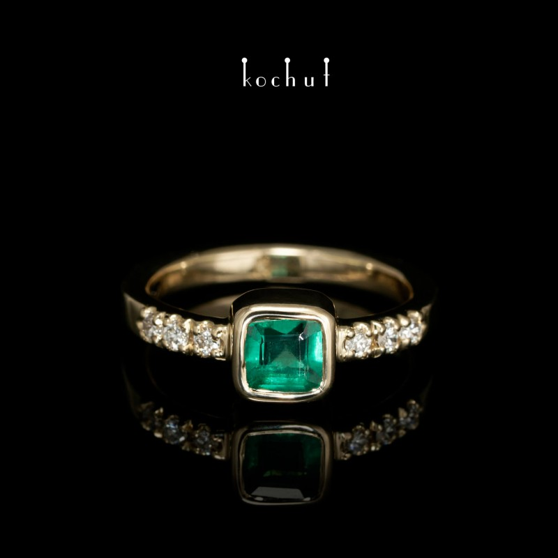 Каблучка на заручини «Есмеральда». Жовте золото, смарагд, діаманти