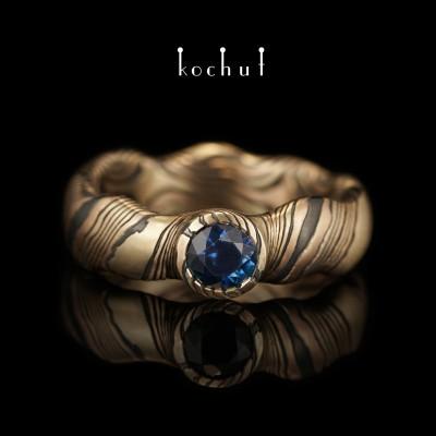 Бесшовное кольцо мокуме «Северное сияние». Красное и желтое золото, серебро, оксидирование, сапфир