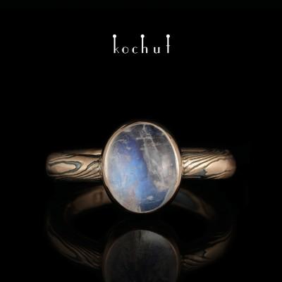 Кольцо мокуме «Хайку». Красное золото, травленное серебро, лунный камень, оксидирование