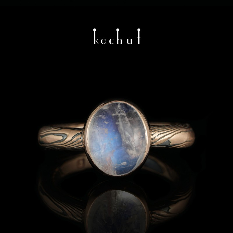 Ring mokume «Haiku». Red gold, etched silver, opal, oxidation, moonstone
