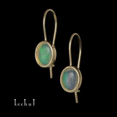 Earrings «Glitter of the Soul». Yellow gold, opal