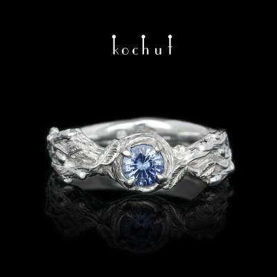 Prsten «Klíčky». Stříbro, safír, bílé rhodium