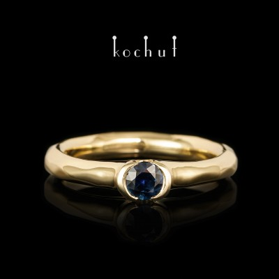 Engagement ring «Absolute». Yellow 18K gold, blue sapphire