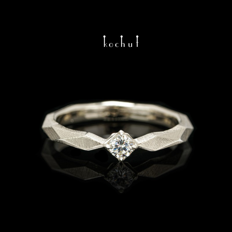 Каблучка на заручини «Моя королева». Біле золото, діамант