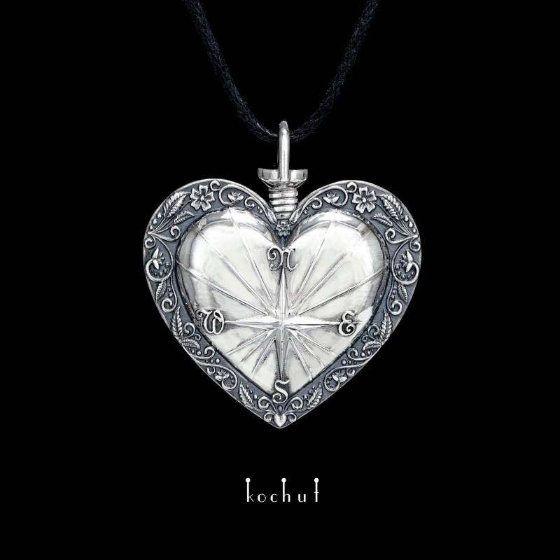 Кулон «Компас сердца». Серебро, оксидирование