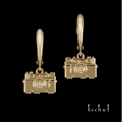 Earrings «Cameras». Yellow gold, diamonds