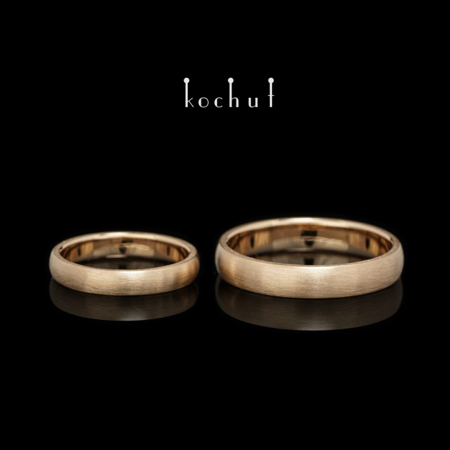 Classic wedding rings with a matt surface. Red gold