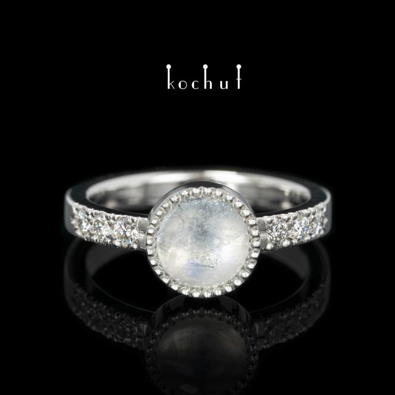 Каблучка «Юпітер». Платина, місячний камінь, діаманти