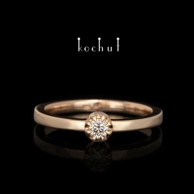 Zásnubní prsten ke kompletu «Vrcholky lásky». Červené zlato, briliant