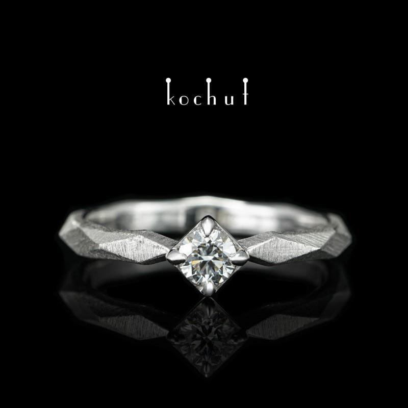 Каблучка на заручини «Моя королева». Біле золото, діамант, білий родій